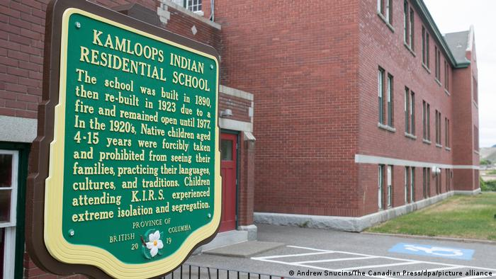 Canada: Mass grave of Indigenous children discovered | News | DW | 29.05.2021