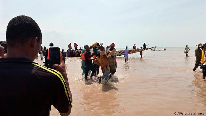 Naufragio en Nigeria.