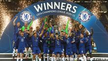 Soccer Football - Champions League Final - Manchester City v Chelsea - Estadio do Dragao, Porto, Portugal - May 29, 2021 Chelsea players celebrate with the trophy after winning the Champions League Pool via REUTERS/Pierre-Philippe Marcou