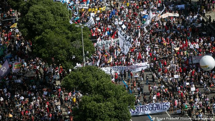 Brasilien Rio de Janeiro   Coronavirus   Proteste