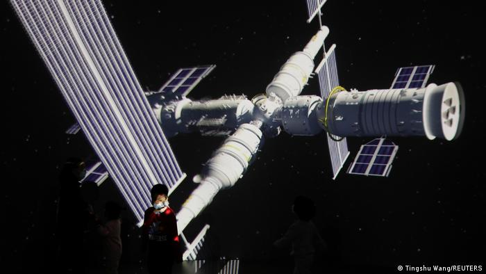China | Modell der Tiangong Space Station