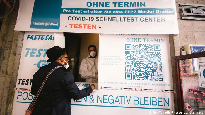 Deutschland | Coronavirus | Restaurantbesuch in Düsseldorf