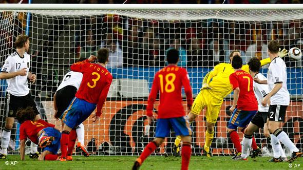 Carles Puyol scores for Spain