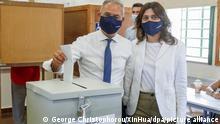 Averof Neophytou, Vorsitzender der Demokratischen Versammlung Zyperns und Kandidat für das Parlament, gibt seine Stimme während der Parlamentswahlen in einem Wahllokal ab. +++ dpa-Bildfunk +++