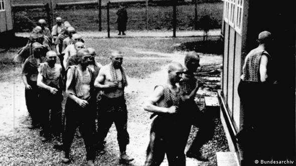 In einem Lager für zur Zwangsarbeit verschleppte Polen in Deutschland. Bestand: Bild 183 - Allgemeiner Deutscher Nachrichtendienst - Zentralbild