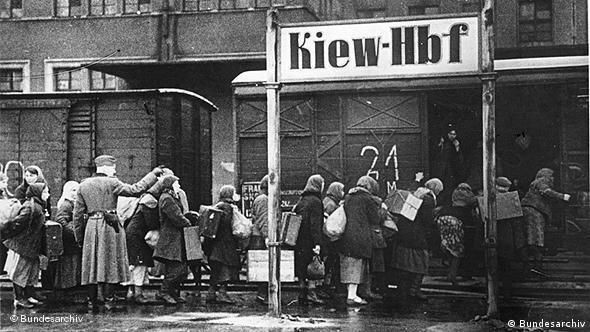 Киев, 1942 год. Отправка подневольных рабочих в Германию