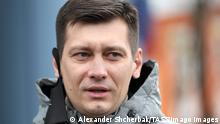 MOSCOW, RUSSIA - OCTOBER 21, 2020: Dmitry Gudkov, former member of the Russian State Duma, arrives at Tverskoi District Court before a hearing concerning the case of Moscow City Duma member Yuliya Galyamina accused of repeated violation of the rules for holding mass events. Alexander Shcherbak/TASS PUBLICATIONxINxGERxAUTxONLY TS0EB8AA