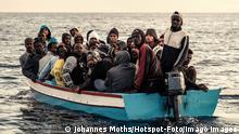 Seenotrettung Sea-Watch 3 Flüchtlingsboot