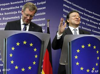 German President Christian Wulff, left, shares a lighter moment with European Commission President Jose Manuel Barroso