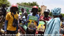 May 31, 2021, Bamako, Bamako district, Mali: About a hundred supporters came to welcome the new president of the transition, Colonel Assimi Goita, upon his arrival at the airport of Senou-Bamako. The posters read ''Assimi Goita, the strong man'' and ''Assimi Goita, the hope of the people''. The President of the transition went this weekend to the extraordinary ECOWAS summit that brought together West African heads of state in Accra on the Malian crisis. (Credit Image: © Nicolas Remene/Le Pictorium Agency via ZUMA Press