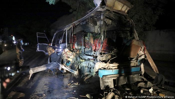 یکی از کاسترهایی که هدف انفجار در غرب کابل قرار گرفت