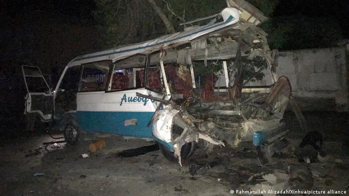 انفجارها در کابل دو مینی بس مسافربری نوع کاستر را هدف قرار داده اند.