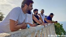 Minteshreen in Hamat_aussen Samer Makarem, schwarzes Shirt Hussein el-Achi, kein Name mit Cappy und Mann mit Hut ist Maroun Karam_Credit Sina Schweikle