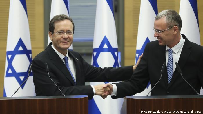 Новий президет Ізраїлю Іцхак Герцог (ліворуч) із спікером Кнесету Ярівом Левіном