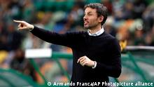 28.11.2019 FILE - In this Thursday, Nov. 28, 2019 file photo then head coach of PSV Eindhoven, Mark van Bommel, gives instructions from the side line during the Europa League group D soccer match between Sporting CP and PSV Eindhoven at the Alvalade stadium in Lisbon, Portugal. (AP Photo/Armando Franca)