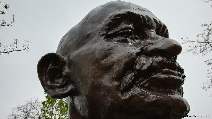 Bustul lui Mahatma Gandhi din Albufeira