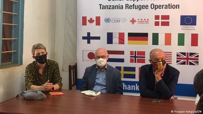 Tansania Nyarugu Camp Regine Hess, Alkadiy Leybovskiy und Peter Van Acker