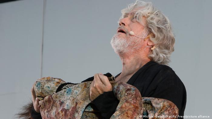 Jürgen Prochnow playing Attila the Hun on stage, looking up to the heavens.