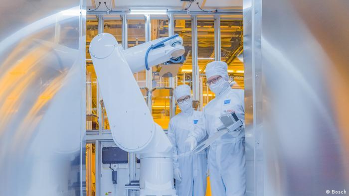 Robots in Bosch's Dresden plant
