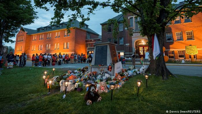 Меморіал на місці колишньої школи-інтернату у канадському Камлупсі