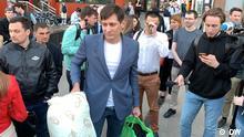 Russischer Oppositioneller Gudkow nach seiner Entlassung aus Polizeigewahrsam in Moskau am 03. Juni 2021. Der Autor: Sergey Dik, DW-Korrespondent in Moskau, d.h. Copyright DW