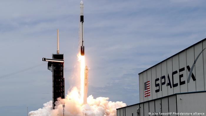 En la misión dearMoon colabora SpaceX, la empresa aeroespacial de Elon Musk