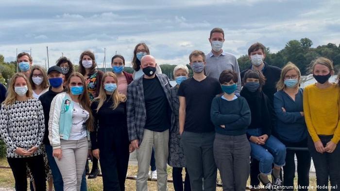 Коллектив Центра либеральной современности: групповое фото в условиях пандемии