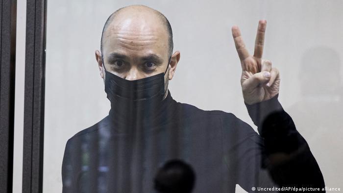 Andrej Piwowarow bei einer Gerichtsverhandlung