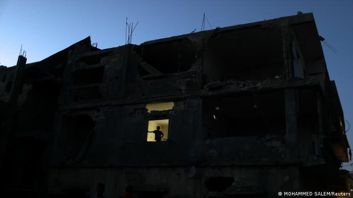Bildergalerie | Gazans camp by rubble of their homes