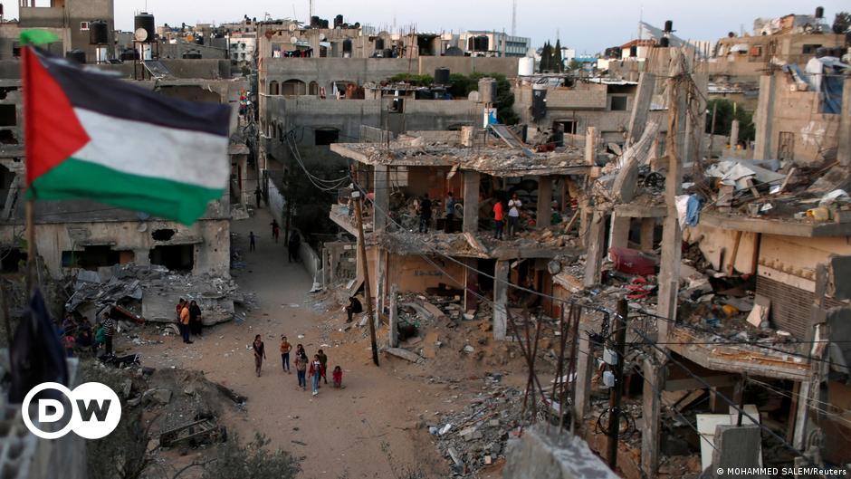 Israel airstrikes hit Gaza in response to Hamas' incendiary balloons