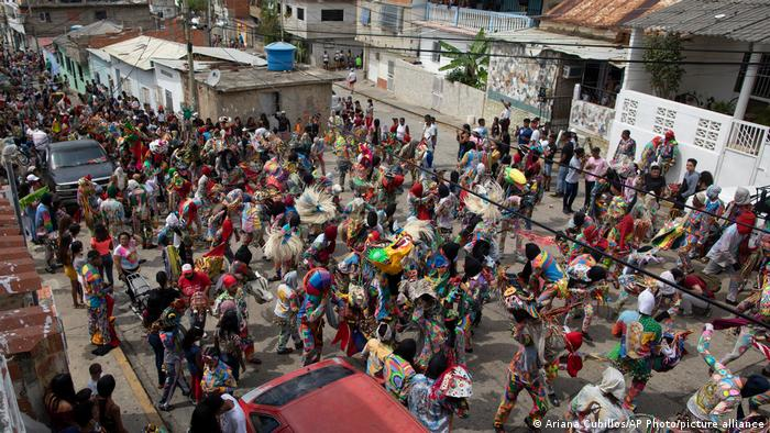 Dancing Devils festival, a street view from above