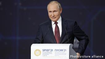 Владимир Путин выступает на Петербургском международном экономическом форуме
