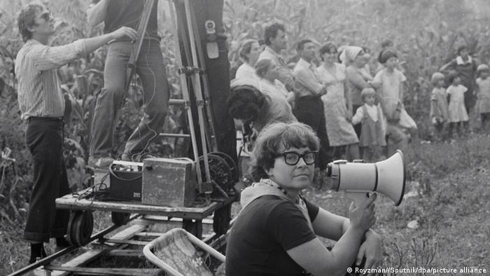 Кира Муратова на съемках, 1985 год
