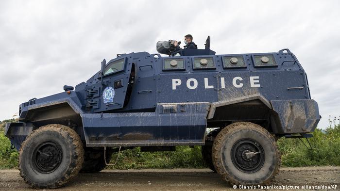 Τεθωρακισμένο της αστυνομίας στον Έβρο με το «κανόνι ήχου»