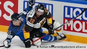 Реклама фирмы Liqui Moly на ЧМ-2021 по хоккею во время матча ФРГ - Финляндия