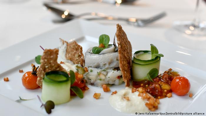 Рыбная кухня Германии - селедка матьес