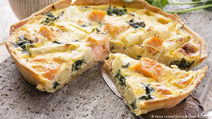 Рыбная кухня Германии - пирог с лососем, спаржей и брокколи