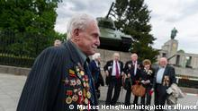 The Ukrainian veteran David Dushman mourns during a memorial service of Ukraine on 05.08.2015 at the Soviet memorial on the Stravüe des 17. Juni in Berlin , Germany during a memorial stone with a Russian tank . Throughout Europe, the 70th anniversary of the end of World War will be remembered in the present days. (Photo by Markus Heine/NurPhoto)