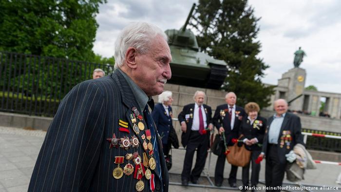 David Dushman em evento em memória dos 70 anos do fim da Segunda Guerra, em 2015