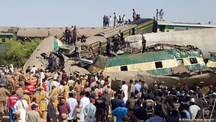 Кількість жертв аварії потягів у Пакистані може зрости