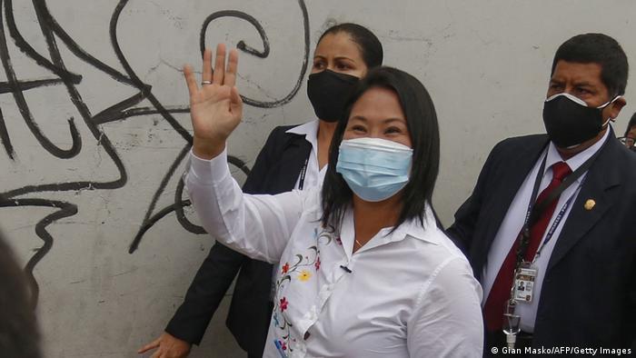 Keiko Fujimori nach ihrer Stimmabgabe am Sonntag