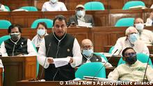 4.6.2021, Dhaka, Bangladesch, (210604) -- DHAKA, June 4, 2021 (Xinhua) -- Bangladeshi Finance Minister AHM Mustafa Kamal presents national budget in parliament in Dhaka, Bangladesh on June 3, 2021. Bangladesh on Thursday announced its biggest ever national budget as the country seeks to continue the growth momentum amid the COVID-19 pandemic. The Bangladeshi government unveiled the record 6.04 trillion-taka (nearly 72 billion U.S. dollars) national budget for the 2021-22 fiscal year starting in July, prioritizing pandemic control, health sector, social safety-net and agriculture. (PID/Handout via Xinhua)