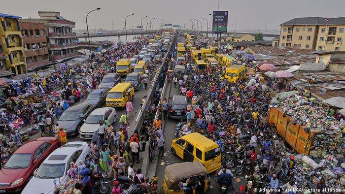 Weltzeit   Traffic Jam in Lagos, Nigeria