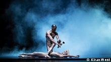 EIN SOMMERNACHTRAUM Ballet von John Neumeier I nach William Shakespeare Tafel: HAMBURG BALLET JOHN NEUMEIER Tafel: CHOREOGRAFIE JOHN NEUMEIER Tafel: MUSIK FELIX MENDELSSOHN BARTHOLDY GYÖRGY LIGETI TRADITIONELLE MECHANISCHE MUSIK Tafel: BÜHNENBILD UND KOSTÜME JÜRGEN ROSE Tafel: REGIE MYRIAM HOYER Tafel: ANNA LAUDERE HIPPOLYTA & TITANIA Tafel: ALEXANDR TRUSCH PHILOSTRAT & PUCK Tafel: MADOKA SUGAI HERMIA Tafel: HÉLÈNE BOUCHET HELENA Tafel: KAREN AZATYAN DEMETRIUS Tafel: JACOPO BELLUSSI LYSANDER Tafel: EDVIN REVAZOV THESEUS & OBERON Tafel: MARC JUBETE ZETTEL