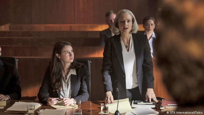 Film still 'The Mauritanian' Jodie Foster and another woman in a courtroom setting.