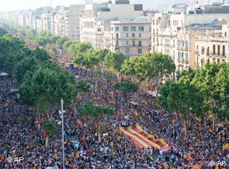 Katalanen demonstrieren für Eigenständigkeit