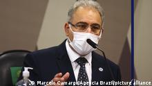 Marcelo Queiroga (2.v.l.), Gesundheitsminister von Brasilien, sagt vor dem parlamentarischen Untersuchungsausschuss zum Corona-Krisenmanagement der Regierung im Senat aus. +++ dpa-Bildfunk +++