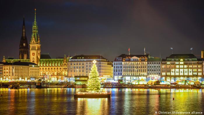 Vista panorámica de Hamburgo con el lago Elster en pleno centro.