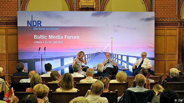 Debata telewizji NDR na Baltic Media Forum 2010 z udziałem Władysława Bartoszewskiego i Hansa-Dietricha Genschera