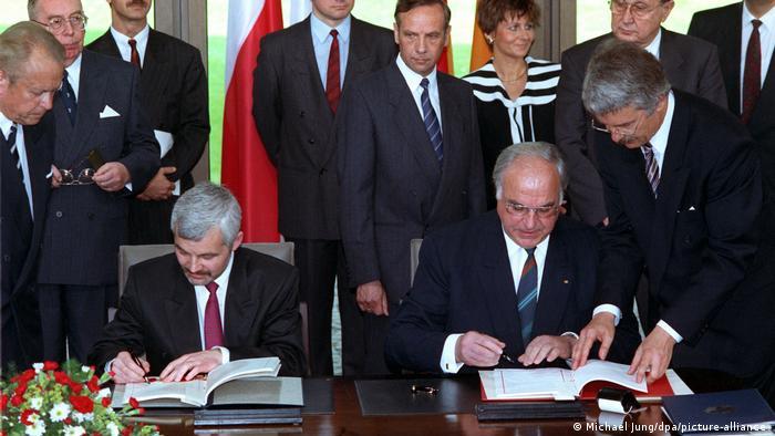 Bjelecki i Kol potpisuju Sporazum o dobrosusedstvu u Bonu 17. juna 1991.